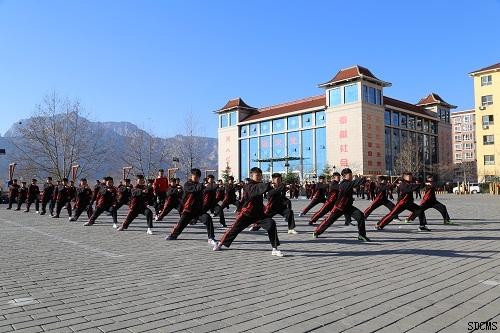 汽车:可乘车到郑州汽车站或登封汽车站,每天在各个汽车站均有校车接待